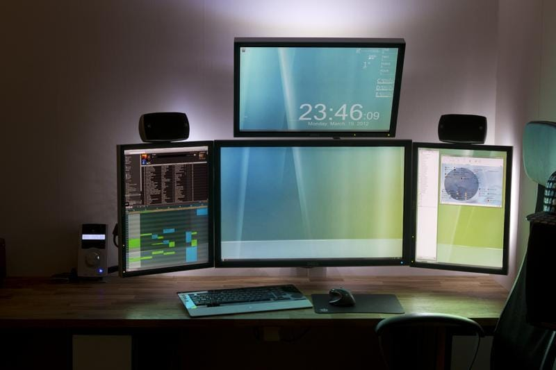 21 Of The Coolest Dual Monitor Setup You'll Ever See