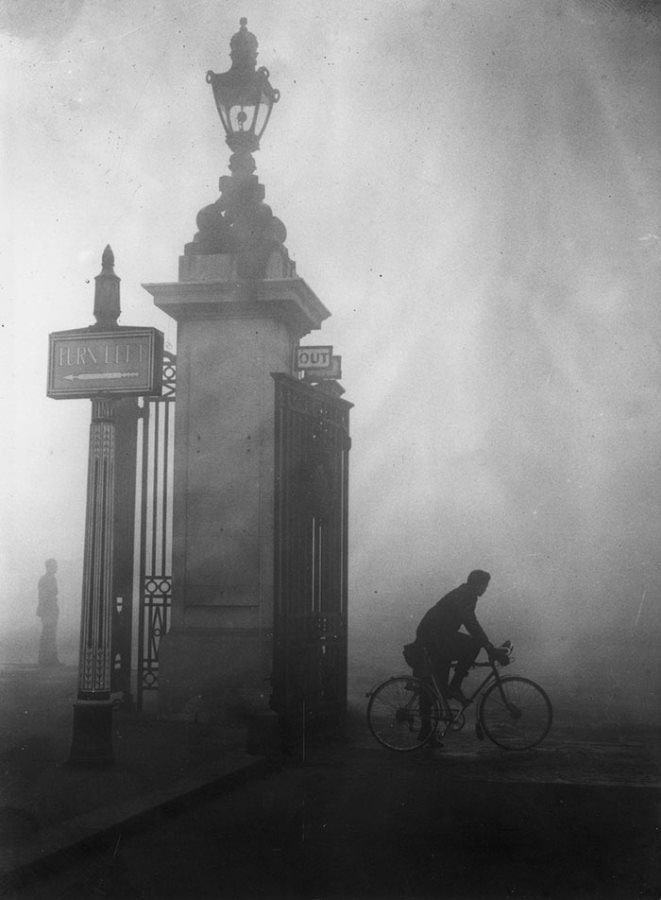 15 Eerie Photos Of London Fog In The Early 20th Century