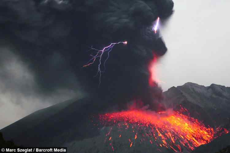 Guy Captures An Extremely Rare Volcanic Lightning Storm And Its - 17 incredible photos of volcanic lightning