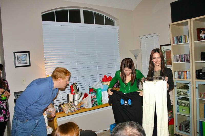 photoshopping-famous-people-celebrities-into-holiday-party-2