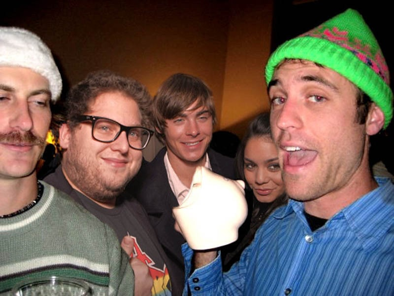 photoshopping-famous-people-celebrities-into-holiday-party-38