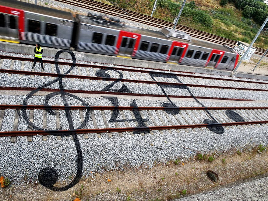 railway-train-tracks-portugal-street-art-artur-bordalo-2
