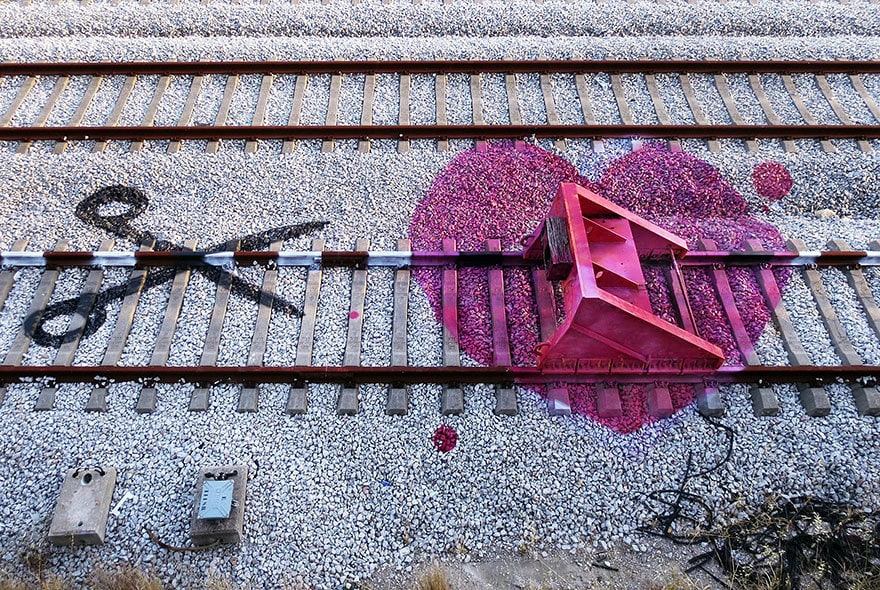 railway-train-tracks-portugal-street-art-artur-bordalo-3