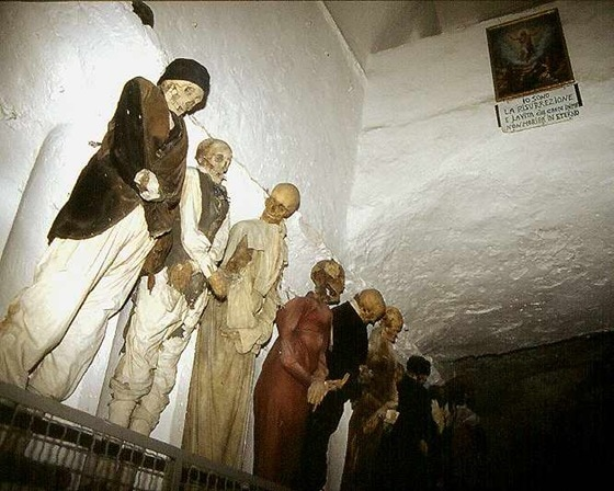 world's bizarre catacombs 07_thumb[1]