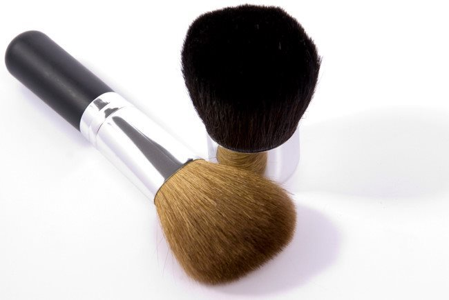 how to clean makeup brushes between clients