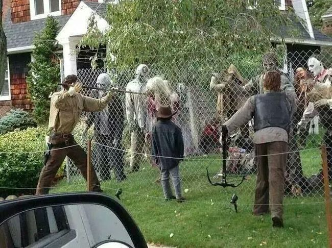 halloween house 7 - Unusual Halloween Decorations