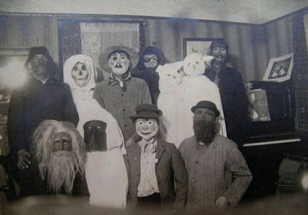Old Black & White Photos That Will Haunt Your Dreams (11)