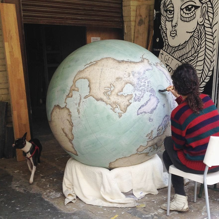 this-job-exists-in-the-studio-with-one-of-the-worlds-last-remaining-globe-makers1__880