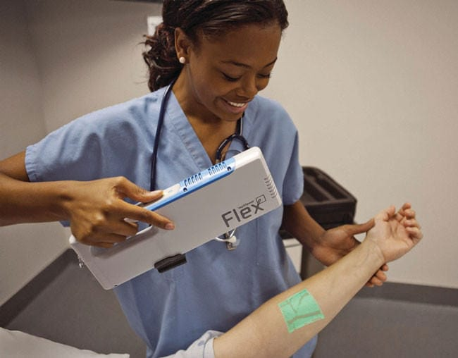 Veinviewer-a-device-that-helps-doctors-aim-their-needles-by-projecting-your-veins-on-skin31-650x508