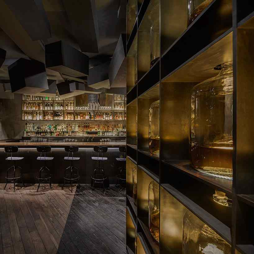 alberto-caiola-the-press-flask-bar-inside-vending-machine-shanghai-china-designboom-03
