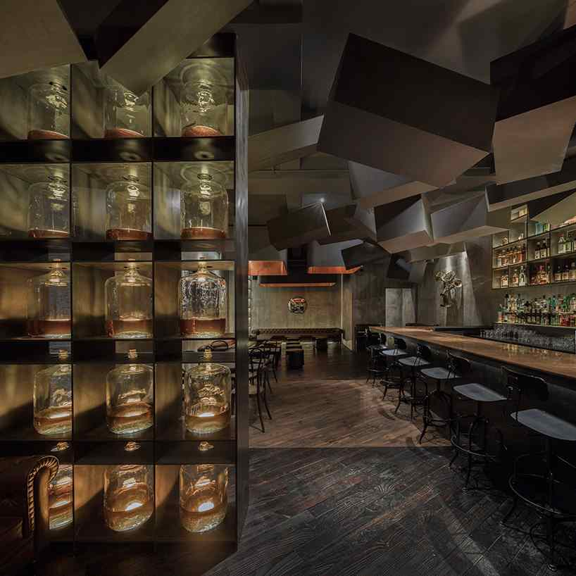 alberto-caiola-the-press-flask-bar-inside-vending-machine-shanghai-china-designboom-04