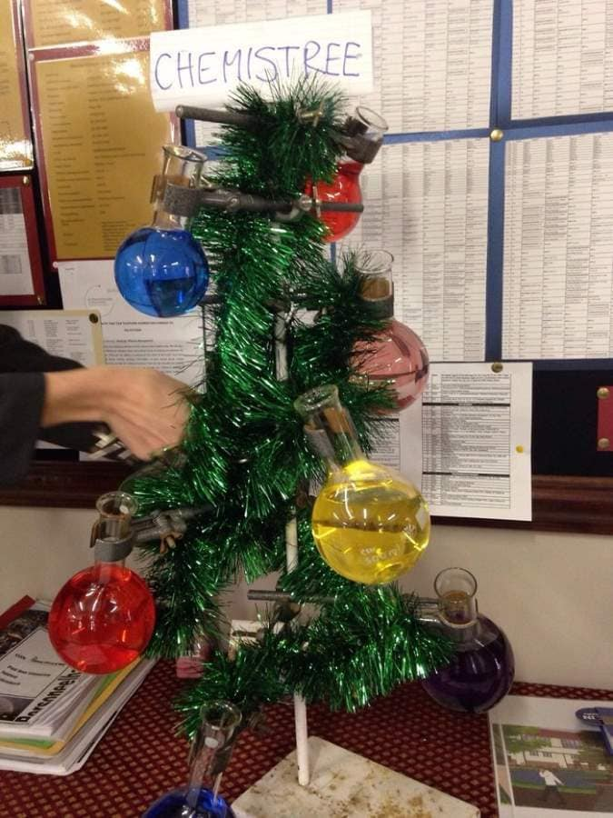 chemistry-teacher-christmas-tree-Optimized