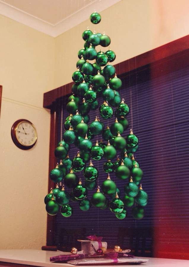 floating-tree-green-baubles-Optimized