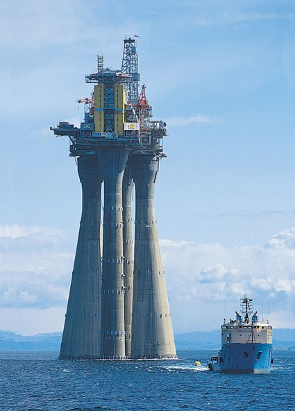 troll-a-the-tallest-structure-ever-moved-by-mankind-9